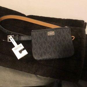 MICHAEL Kors LOGO Belt bag size small !
